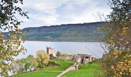 城堡奈斯湖俯视的urquhart 免版税库存照片