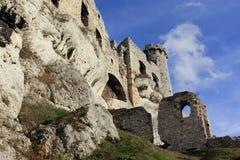 城堡废墟在Ogrodziencu 库存图片