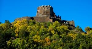 城堡废墟Murol在奥韦涅 库存照片