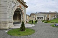 城堡庭院义卖市场的内在公园 免版税库存照片