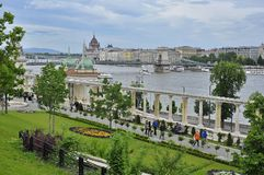 从城堡庭院义卖市场的多瑙河 免版税图库摄影
