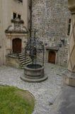 城堡庭院井 免版税库存照片