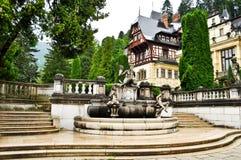 城堡庭院peles 库存照片