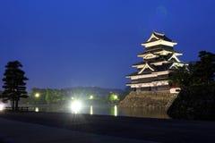 城堡日本马塔莫罗斯晚上 库存图片