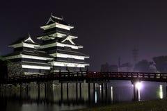 城堡日本马塔莫罗斯晚上 图库摄影