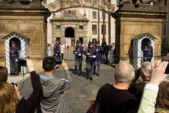 城堡欧洲老照片布拉格河旅行vltava 更改的卫兵 库存照片