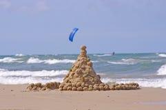城堡沙子海运冲浪者 库存照片