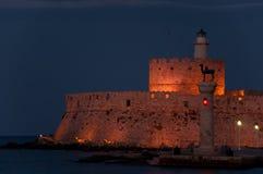 城堡海岛晚上老希腊字母的第17字罗得 免版税库存照片