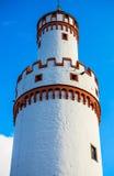 城堡白色塔在巴特洪堡,在法兰克福附近,德国 库存照片