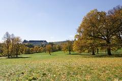 城堡的秋天视图 免版税库存照片