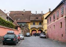 城堡的街道墙壁在老城Sighisoara在罗马尼亚 库存照片