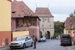 城堡的街道墙壁在老城Sighisoara在罗马尼亚 免版税库存图片