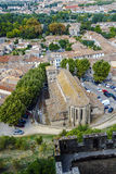 从城堡的防御墙壁看见的卡尔卡松,在冬天对屋顶 免版税库存照片