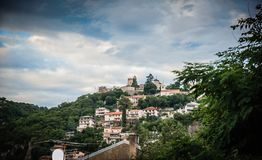 城堡看法从城市底部的 库存照片