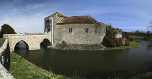 城堡英国肯特利兹护城河 库存图片