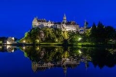 城堡西格马林根在晚上 免版税库存图片