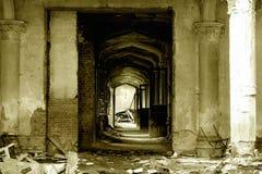 城堡走廊废墟 免版税库存图片