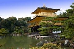 城堡金黄京都塔 免版税库存图片