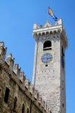 城堡钟楼 免版税库存照片
