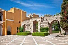 城堡,塞维利亚,西班牙庭院  免版税库存照片