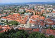 从城堡,斯洛文尼亚的卢布尔雅那历史的中心视图 免版税库存图片