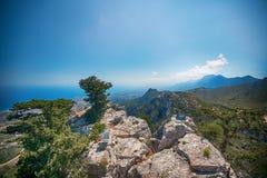 城堡破坏圣徒Hilarion,塞浦路斯 夏天休息假期,假日 与海家庭的假日 图库摄影