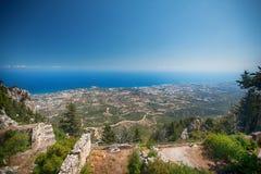 城堡破坏圣徒Hilarion,塞浦路斯 夏天休息假期,假日 与海家庭的假日 库存照片