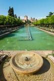 城堡de los雷耶斯Cristianos的喷泉和庭院 库存图片