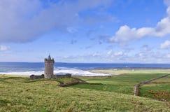 城堡doolin doonagore近爱尔兰 免版税库存照片