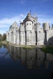 城堡gand gravensteen反射水 图库摄影