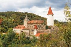 城堡Krivoklat我 秋天甚而草绿色留下橙色平静的视图天气 免版税库存图片