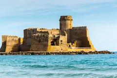 城堡Le Castella,卡拉布里亚(意大利) 免版税图库摄影