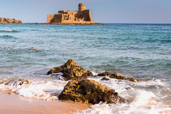 城堡Le Castella,卡拉布里亚(意大利) 免版税库存图片