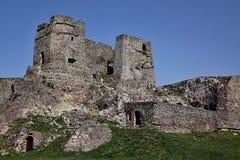 城堡Levice,斯洛伐克的哥特式部分,反对春天蓝天 库存照片