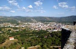 城堡monterrei verin视图 免版税库存图片