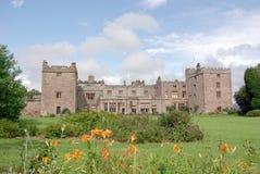 城堡muncaster 免版税库存图片