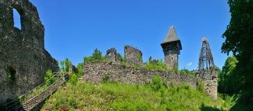城堡nevitsky全景废墟 库存照片