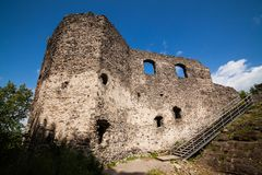 城堡Nevytske废墟在Transcarpathian地区 Uzhgorod照片 在13世纪修造的Nevitsky城堡 乌克兰 免版税图库摄影