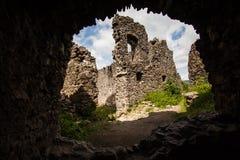 城堡Nevytske废墟在Transcarpathian地区 Uzhgorod照片 在13世纪修造的Nevitsky城堡 乌克兰 库存图片