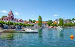 城堡Ouchy Geneva湖的,瑞士江边 图库摄影