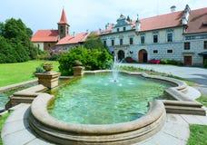 城堡Pruhonice夏天视图(布拉格,捷克语) 免版税库存图片