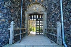 城堡Rheinstein的古老门 免版税库存图片