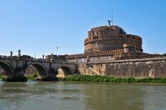 城堡St.天使在罗马台伯河 免版税库存图片