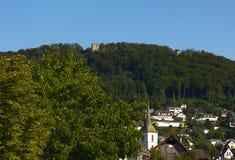 城堡Wartenbert在村庄穆滕茨 免版税库存图片