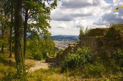 城堡Wartenbert在村庄穆滕茨 库存图片
