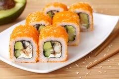 费城寿司卷用鳗鱼,鲕梨,奶油 免版税图库摄影
