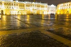 城市†‹â€ ‹正方形在晚上 免版税库存照片