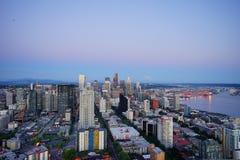 城市、山和海洋 库存照片