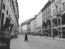 城市、建筑学、艺术、街道画、历史、秀丽和雕象在最美丽的城市在世界上 免版税库存照片