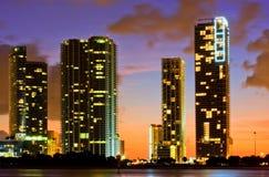 城市五颜六色的佛罗里达迈阿密晚上&# 库存照片